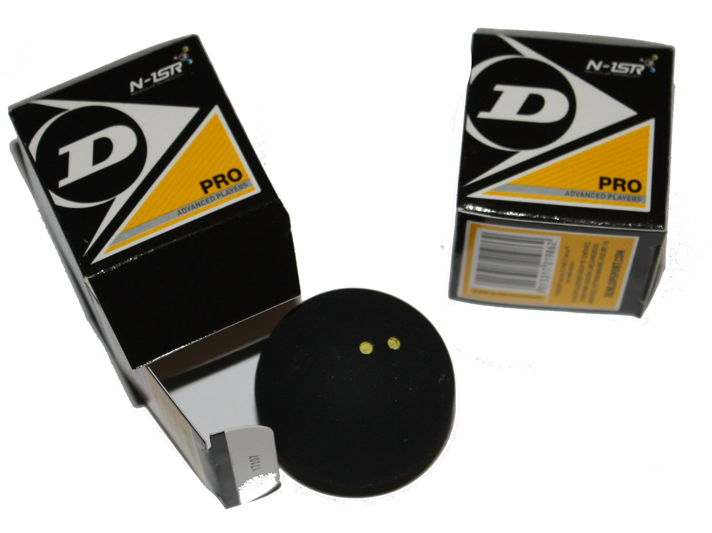 la balle officielle Dunlop Pro double point jaune, utilisée dans tous les tournois.