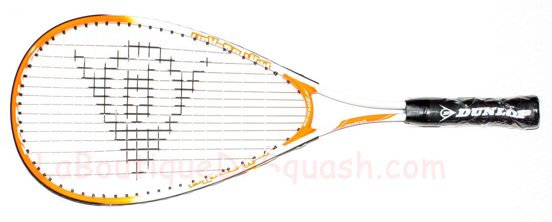 La raquette de squash Dunlop Play Mini Squash est adaptée aux petits débutants un peu plus grands que 5-6 ans. Le cadre raccourci permet une meilleure maniabilité et une meilleure maîtrise de la raquette dans l'espace.