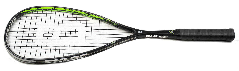 la raquette de squash Pulse  BESTGAME est un peu plus légère de 5gr que la Pulse R. Très light en sensation mais elle a assez de poids ou d'équilibre pour frapper. Avec étonnement un super confort de frappe pour une raquette avec ce poids plume.