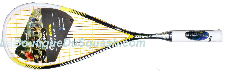 La raquette de squash Black Knight Great White Surge est tout de suite agréable en main. Les joueurs souhaitant du poids en tête s'écarteront, mais souhaitant une très bonne maniabilité le tout dans un confort et une tolérance aux erreurs de centrage seront satisfaits.