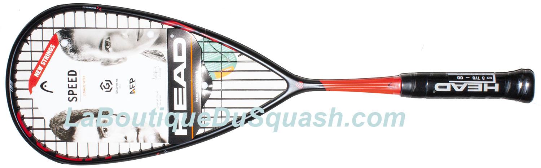 La raquette de squash Head Graphene 360 speed 135 possède un grand tamis, cordes jointes par deux en pied de tamis afin d'équilibrer le plan de frappe. La raquette est bien équilibrée. Les stries ou nervures en manche sont là pour rigidifier et limiter les pertes sur les grosses frappes. il y a toujours une belle finition chez Head, que ce soit sur le design ou la qualité des éléments.