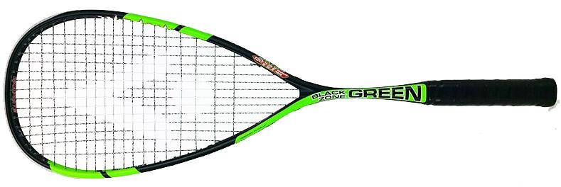 Raquette de squash black Zone Green chez Karakal deuxième génération. Une raquette abordable en prix pour cette légèreté et cette réactivité avec juste ce qu'il faut de poids en tête pour permettre de bonnes claques de balle. Une gamme de raquette bien née avec des prix très compétitifs. Si vous avez aimé les RAW vous aimerez les Black zone. Nouveau design.