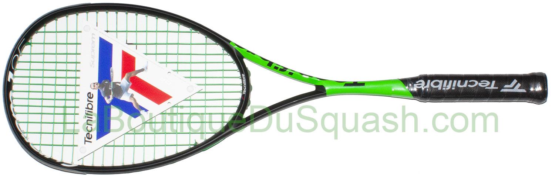 Raquette de squash Tecnifibre suprem 125 Curv. La raquette parait plus équilibrée en tête mais son poids plus léger lui permet de gagner en maniabilité et en puissance. Son tamis plus petit apporte de la précision mais demande d'être plus rigoureux sur le centrage. Le 305 vert la rend pêchue.